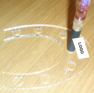 Espositore sigaretta elettronica a ferro di cavallo in Legno e Plexiglass 7 posti