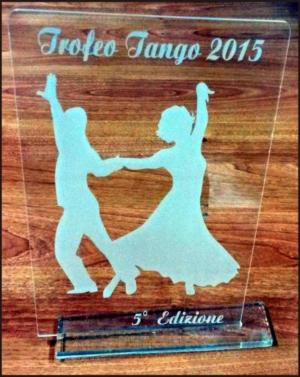 Foto Targa Trofeo in Legno e Plexiglass con piedistallo